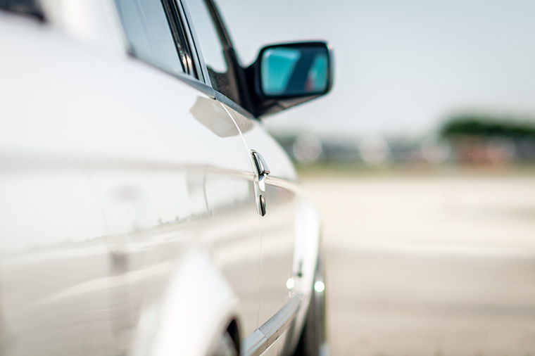 How to clean automotive glass without scratching it?